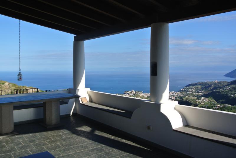 Terrazzo panoramico rivolto verso il mare