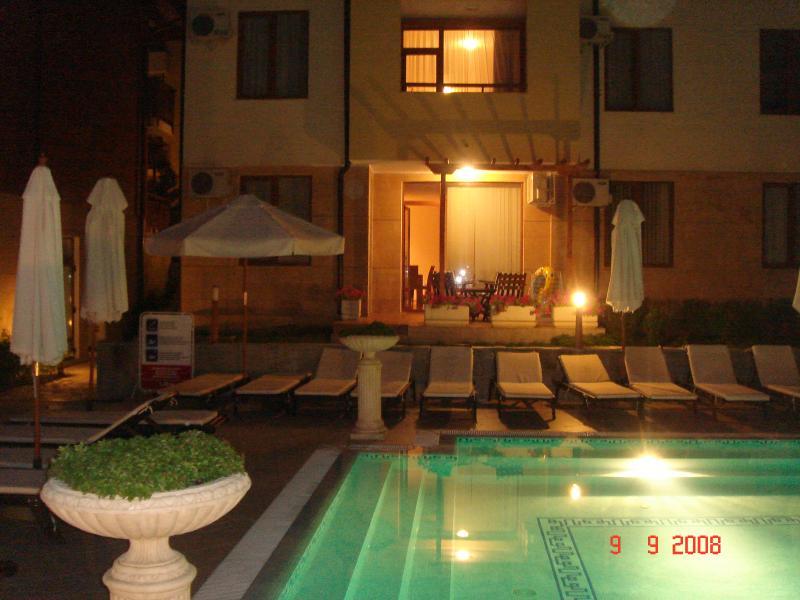 Mirando nuestro apartamento por la noche