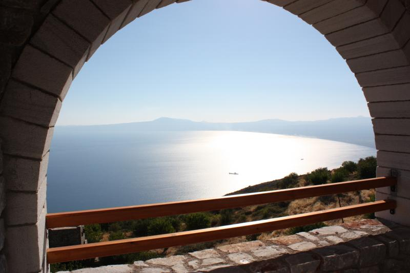 Aeropi villa 1: sky near beach, vacation rental in Kalamata