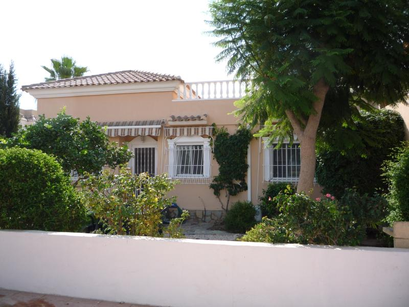 Villa Abril, a spacious 3 bed property located in a quiet area of Los Alcazares., Ferienwohnung in Los Alcazares
