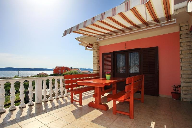House Bibinje, nice sea views, holiday rental in Bibinje