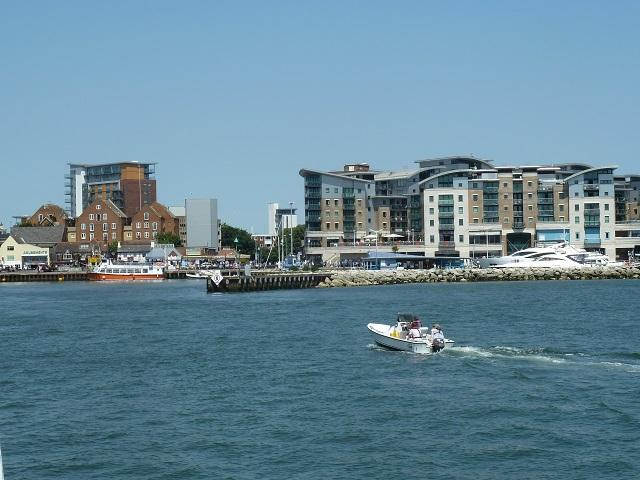 Flat 6 Quayside Close Holiday Apartments, vacation rental in Poole