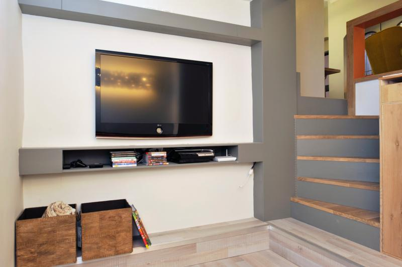 Wooden floor and built-in closet, Apple-TV, Sony PlayStation, Wireless
