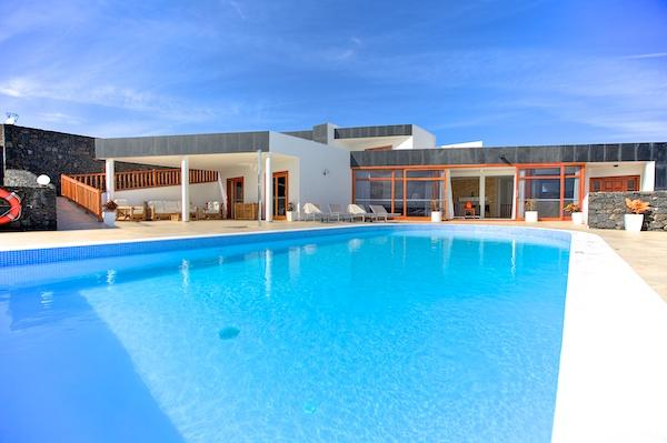 Las Perdices, 7 Bedroom Luxury Villa, Huge Salt Clorinated Heated Pool, vacation rental in Playa Blanca