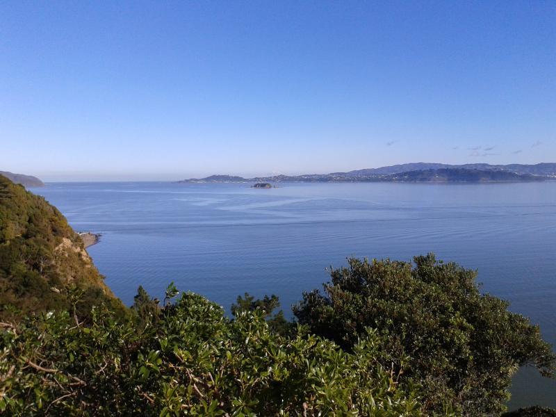Uma visão do alto da colina, há encantadores bush-passeios nas proximidades