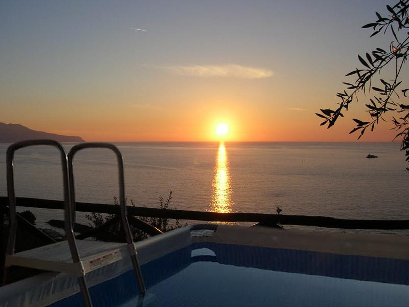 Amazing quiet villa with private pool, bbq, pizza oven and Isle of Capri/ocean view in sorrento coas