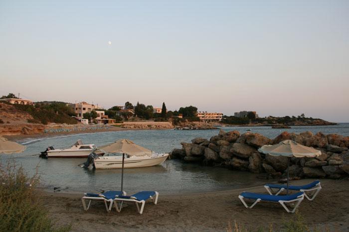 Agios Thomas beach ( 150 m)