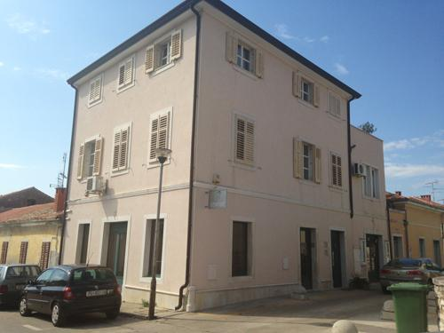 House with apartment on the second floor