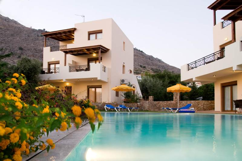 EXECUTIVE VILLA, holiday rental in Pefkos