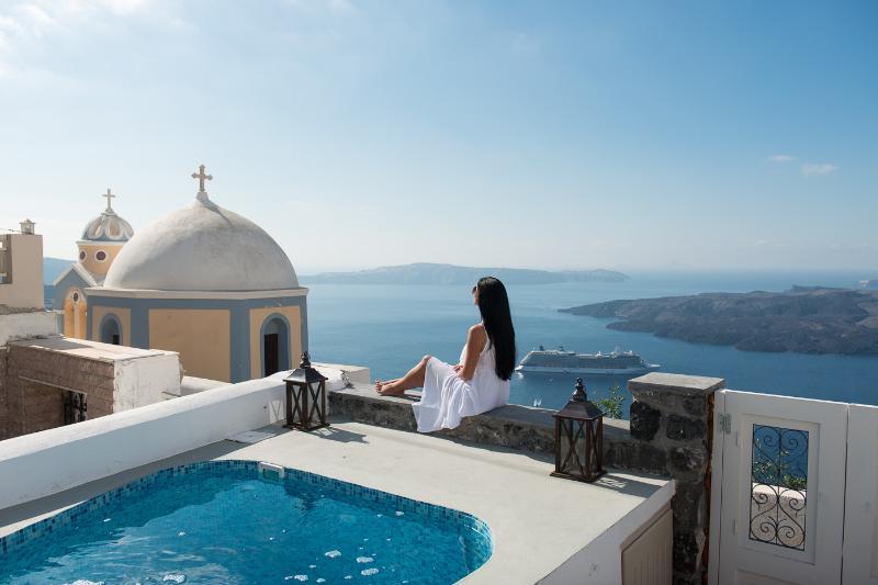 Serenity Suites & Villa in Fira, Ferienwohnung in Santorin