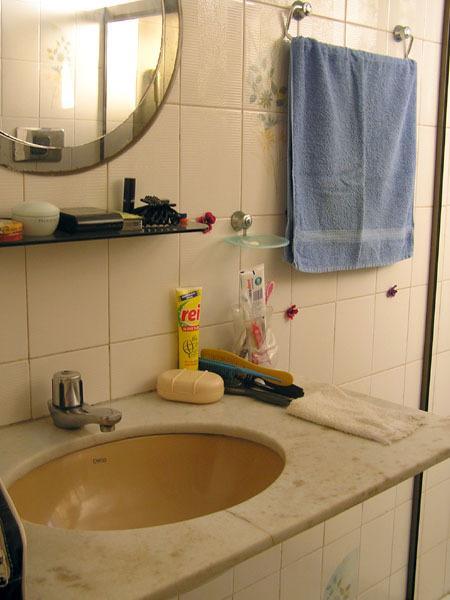 1. Badezimmer mit Dusche.