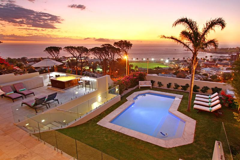 5 Star Luxury Villa,Sea views,Camps Bay,Cape Town, aluguéis de temporada em Cidade do Cabo Central