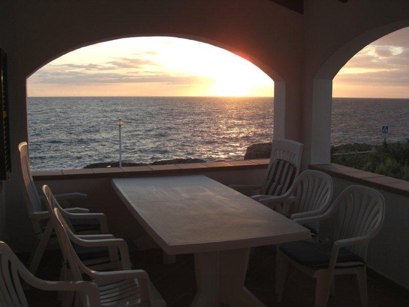 SEAVIEW Apartamento en S´Algar con terraza y jardín privado., aluguéis de temporada em Es Castell