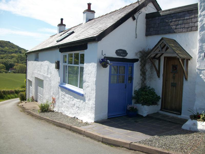 1. Croeso - Welcome to Bwthyn y Wennol.Cosy cottage in a great location