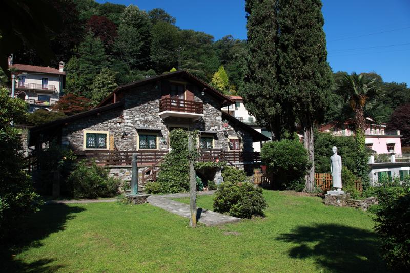 cosy apartment in Stresa in stone built chalet, alquiler vacacional en Stresa