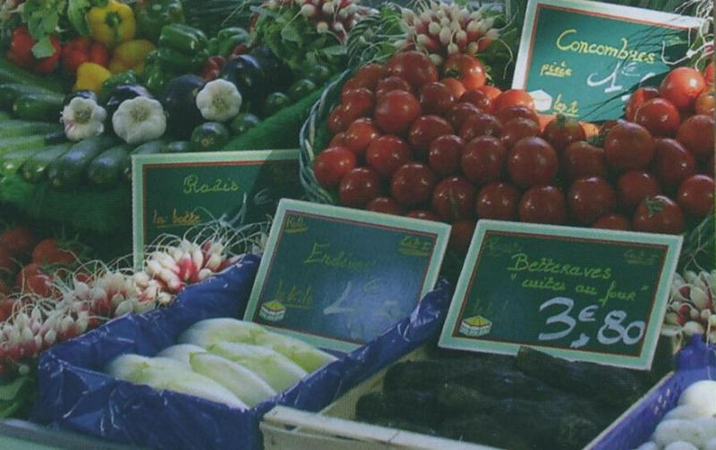 Daily fresh food market in Châtelaillon-Plage
