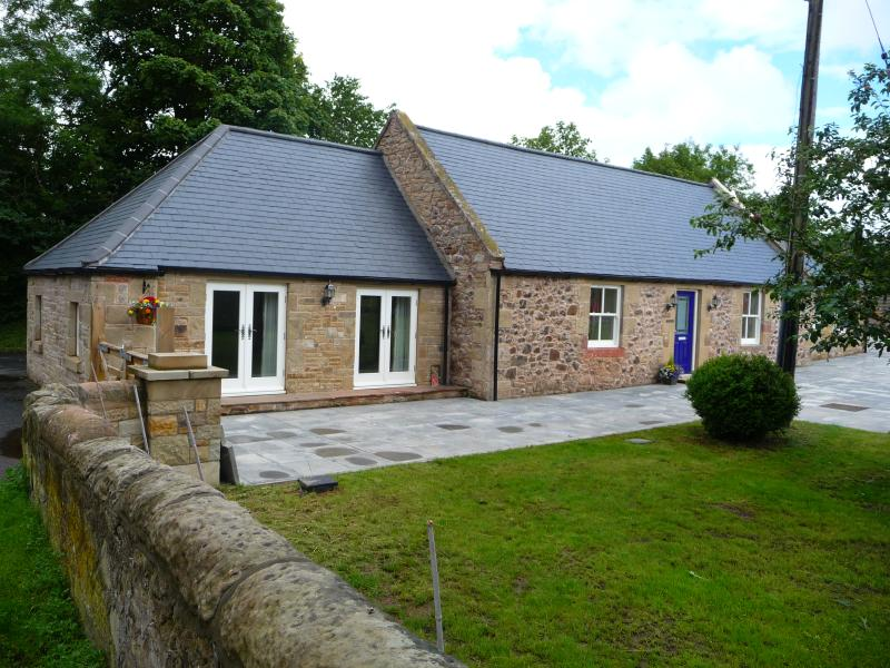The Old Smithy 3 Bedroomed Detached Cottage Nr Kelso with private off road parking