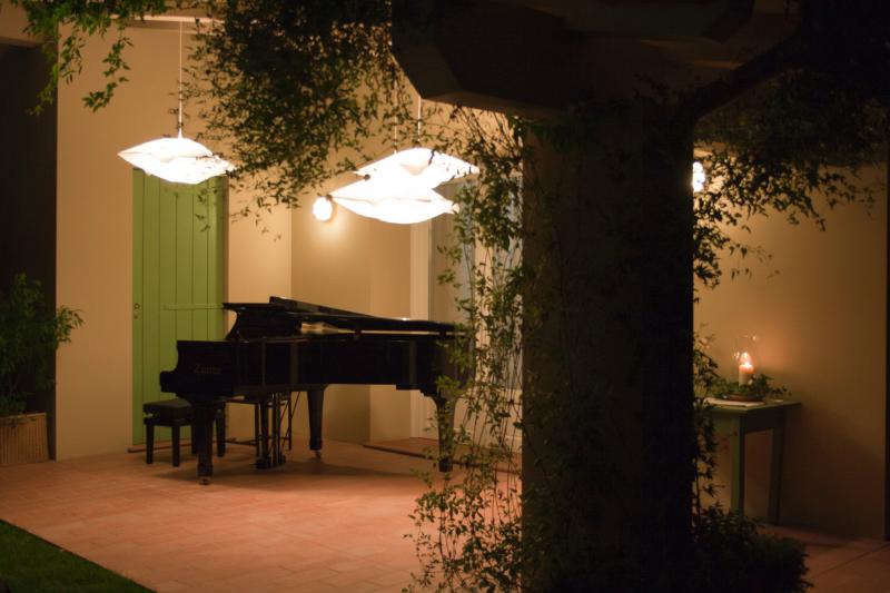 A piano for a summer evening