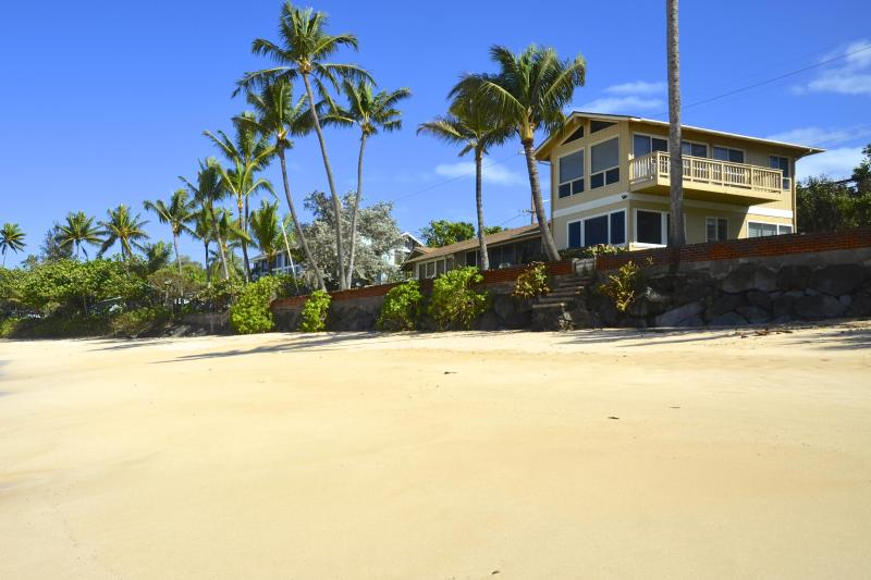 Beachfront Home, Ocean Views From Every Room (legal & licensed for short stays), holiday rental in Haleiwa