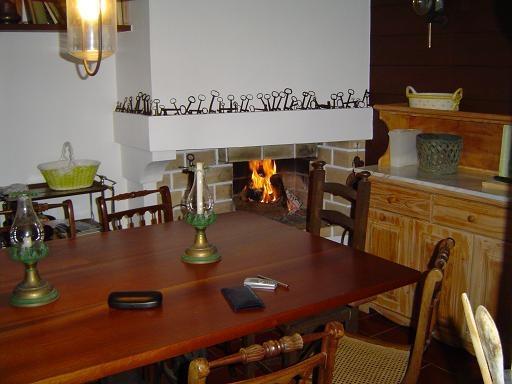 Fogo e mesa de cozinha