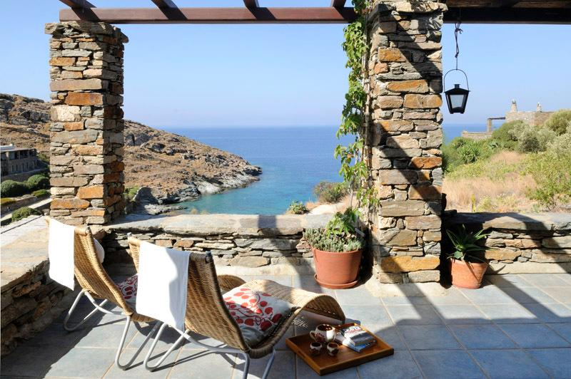Villa Thymari, Kea, luxury beachfront, 4-bedroom/3 brm autonomous quiet location, holiday rental in Kampi