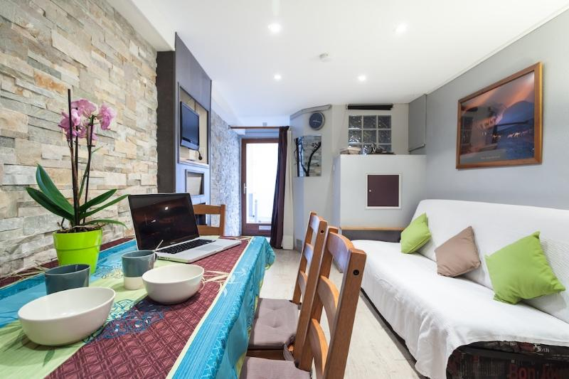 Main living room: a sofa bed, a table for 6 people, free WI - FI Internet access