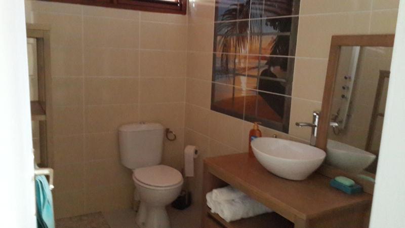 Salle d'eau commune au RDC