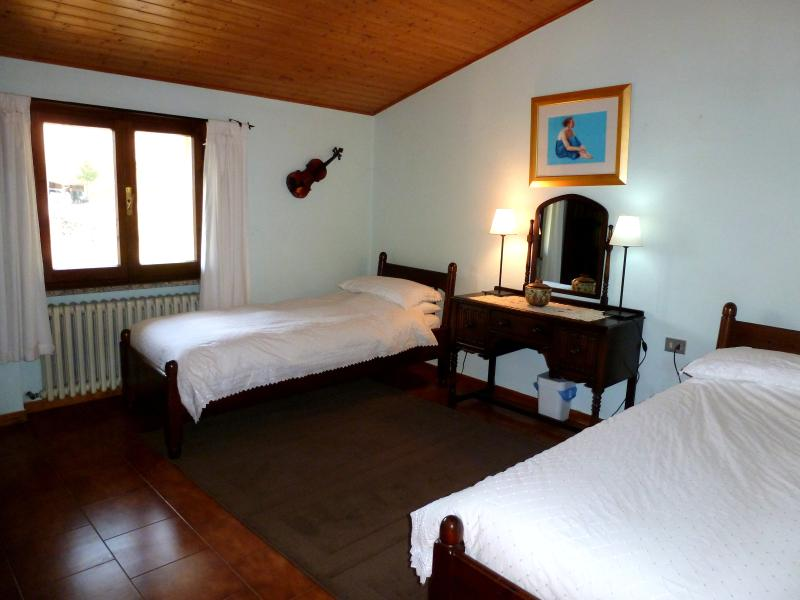 Spacious and airy twin bedroom with beautiful views over rustic roofs and the Appennine mountains.