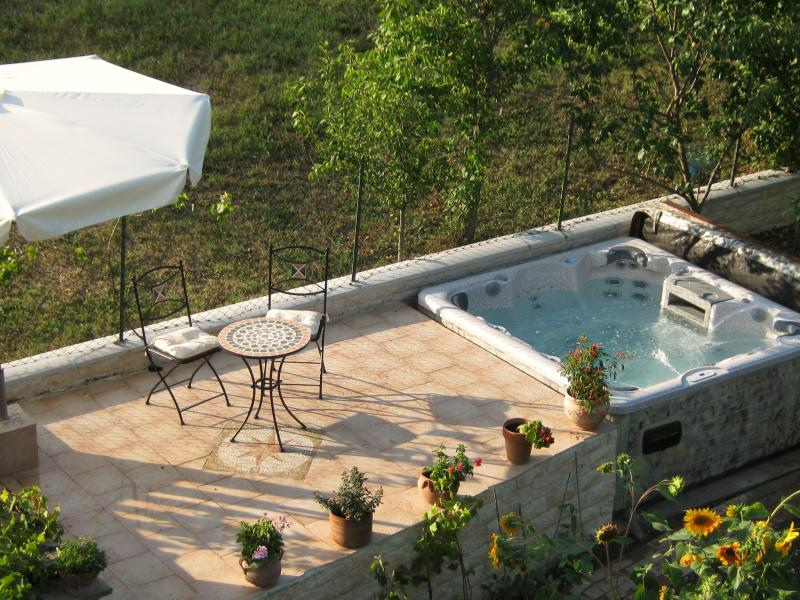 7 seater jaccuzzi in the garden with a little terrazzo.....peaceful and private.
