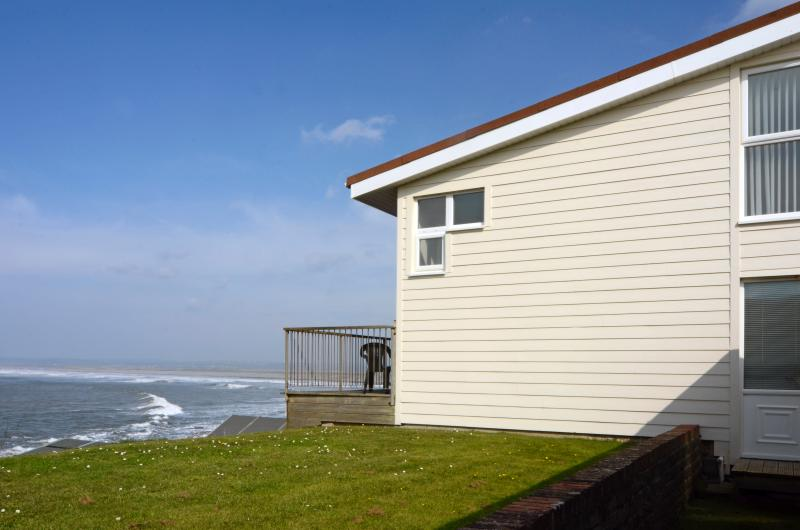 Waterfront accommodation - two storey holiday home 2/3 bedroom can sleep up to 6 people
