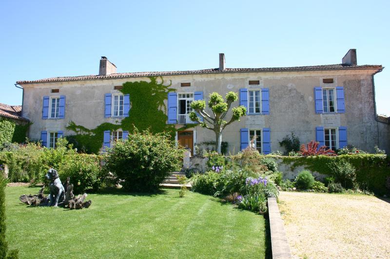 Maison de Maitre, vacation rental in Saint-Martin-de-Ribérac