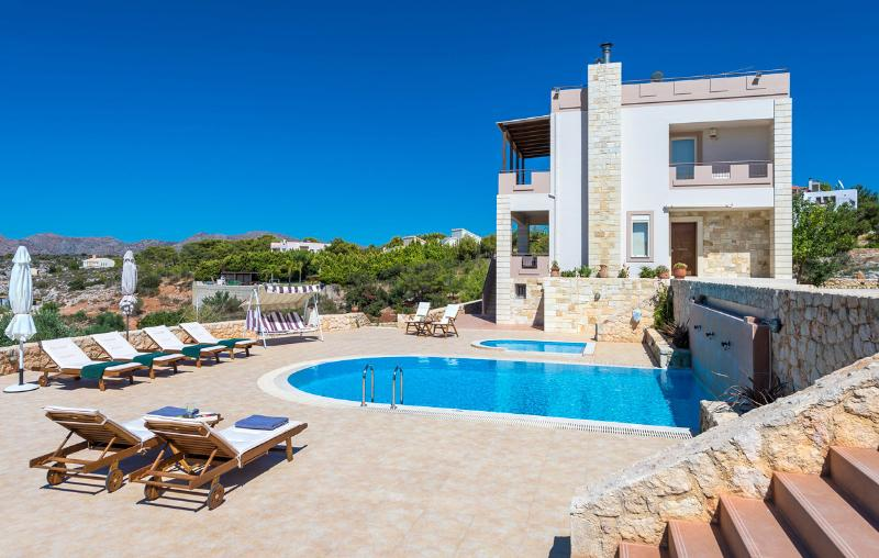 Oneiro Seaview 5BR Villa, Kalathas Chania, vacation rental in Chania Town