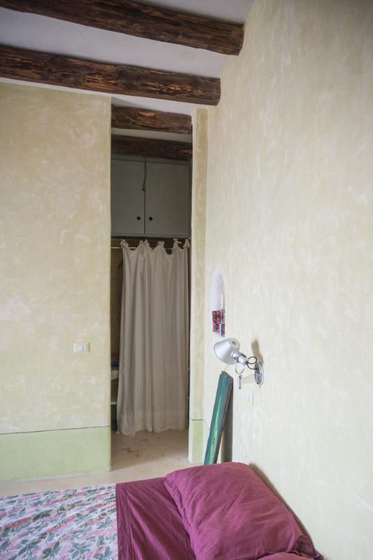 armadio e a sinistra ingresso al bagno