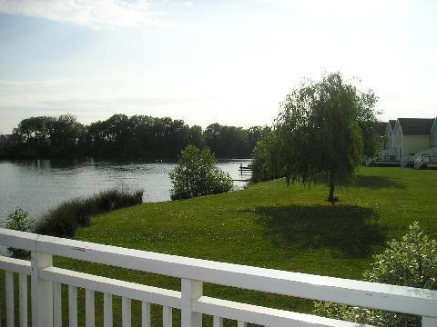 Book now Lakeside Lodge, , Cirencester, vacation rental in South Cerney
