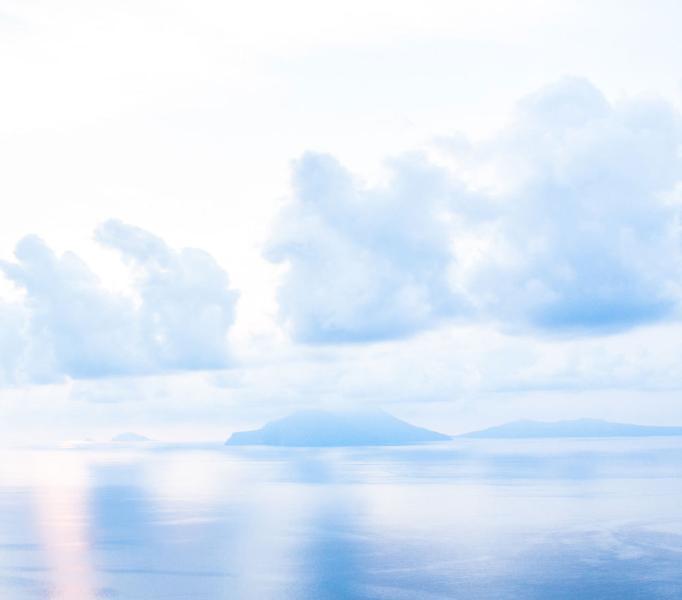 questa è la vista di prima mattina, quando le isole sembrano appoggiate sull'acqua
