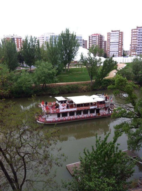 Vista desde la casa-Barco turístico