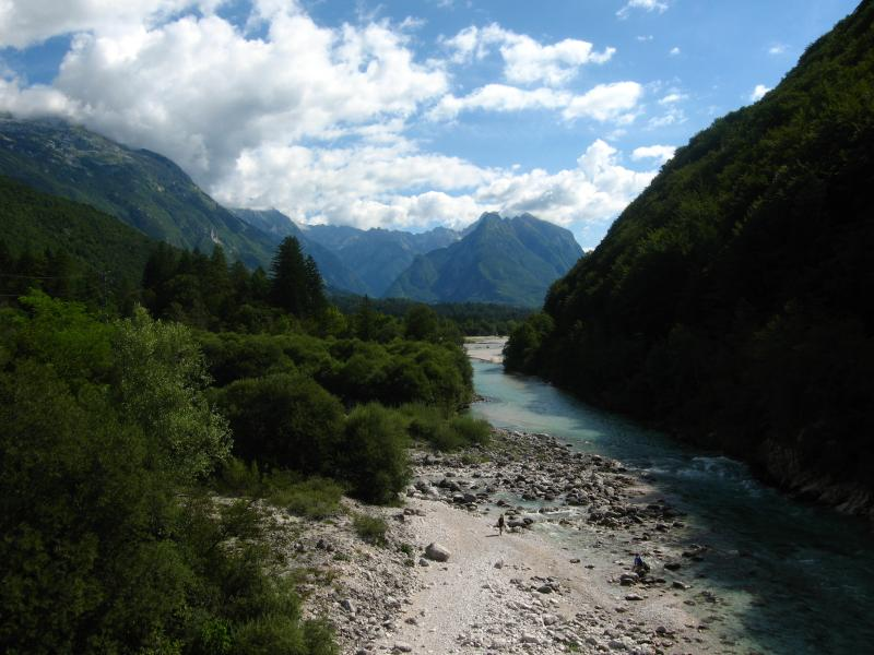 hisa Zatolmin : The Soca river