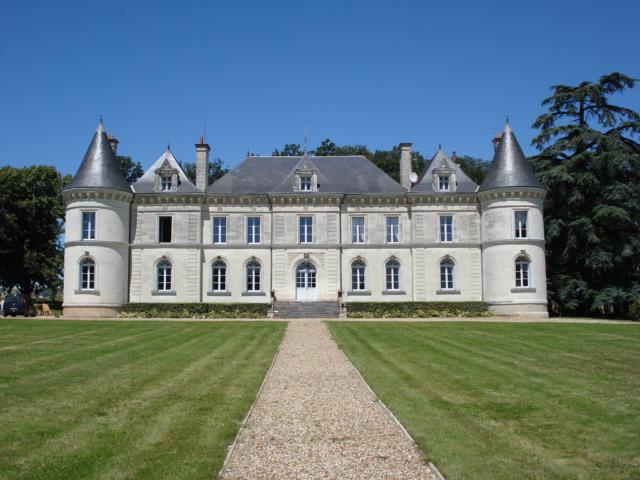 A beautiful Loire Valley chateau with pool and fantastic views