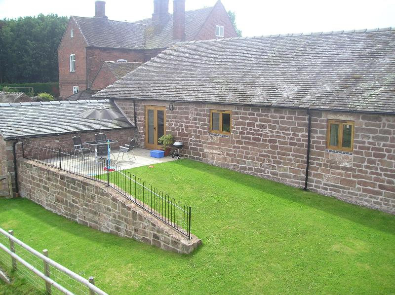 rear garden for Churn cottage
