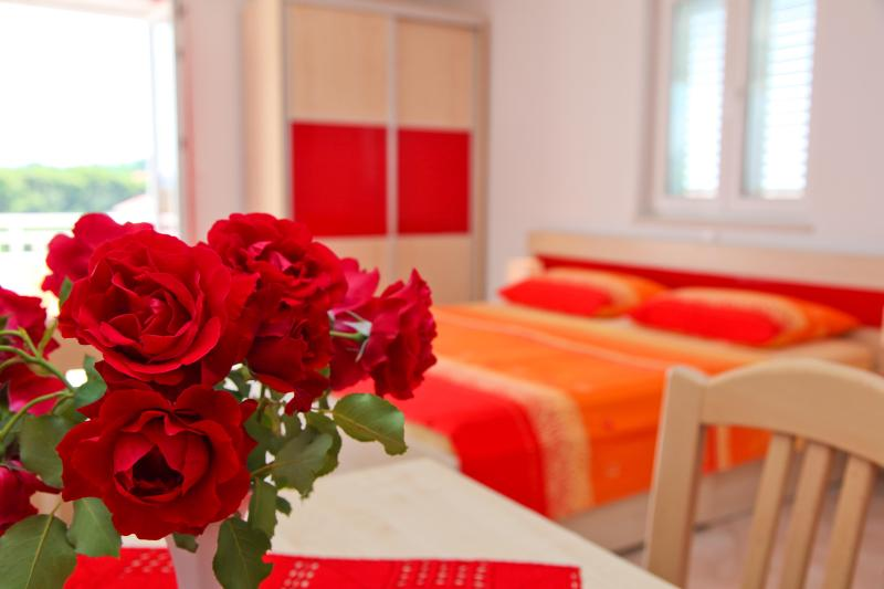Studio Apartment Sunset, holiday rental in Gornje Selo