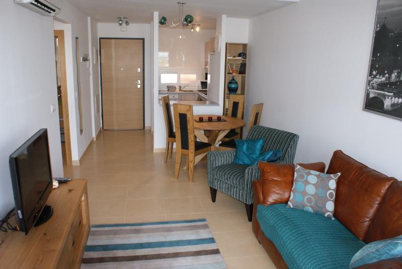 La Isla block 1 - Ground Floor apartment, casa vacanza a Cuevas de Reyllo