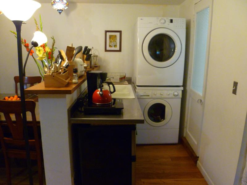 kithcen, washer/dryer