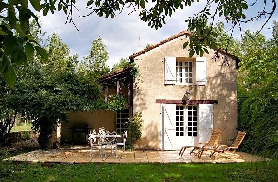 Cosy cottage all to yourselves: 700m walk to village, beautiful views, gardens, holiday rental in Gaugeac