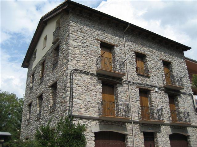 Apto 6 pers,3 dormitorios Castejón de Sos Benasque, vacation rental in Huesca