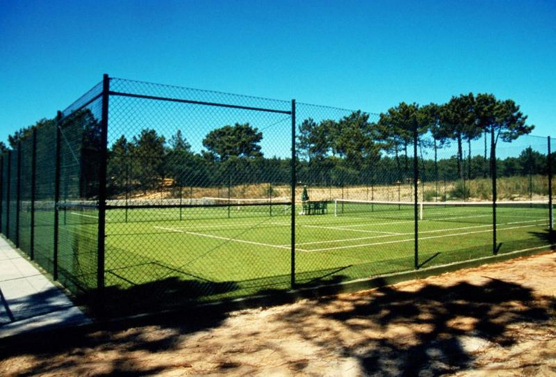 4 Tennis courts shared