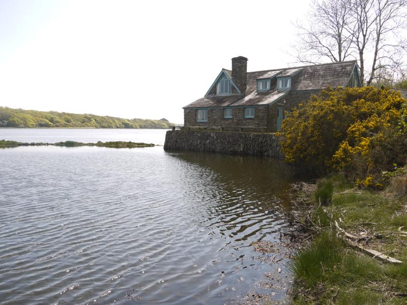 The Fish House - a cottage by the water in West Cork – semesterbostad i County Cork