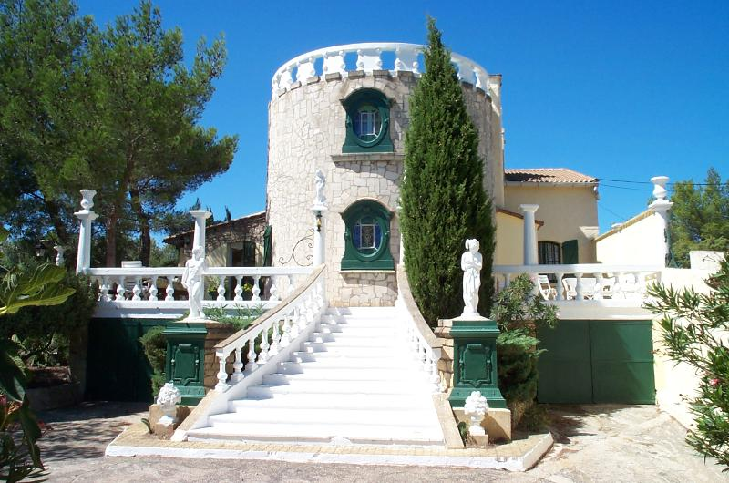 Villa with pool in Provence -Villa Romantique sleeps up to12 +4 in optional gite, location de vacances à Vaucluse