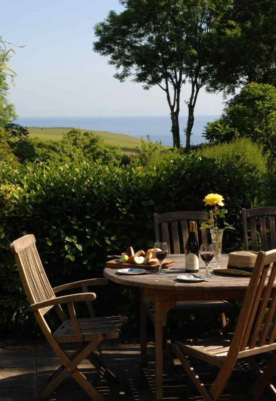 Blanches cottage patio with sea view