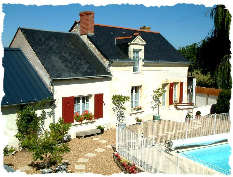 La Grange har utsikt över stor uppvärmd pool