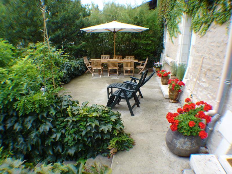 The terrace, great al fresco dining.